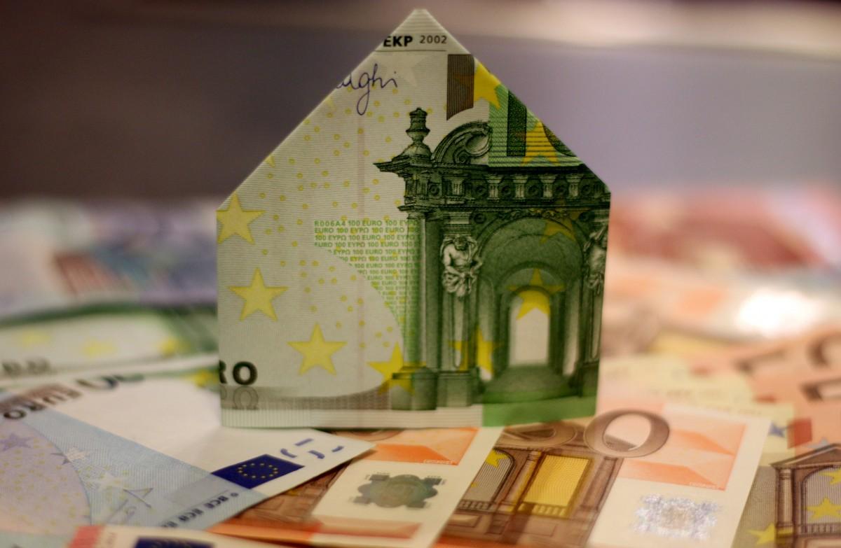 house_construction_home_money_expensive_finazierung_loan_interest